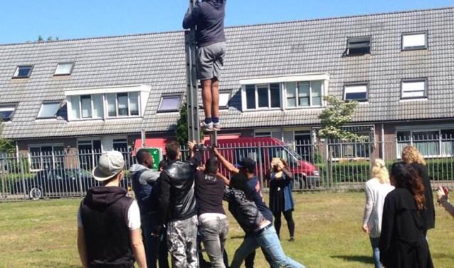 Leerlingen van het Zadkine bezig met een activiteit van de Cultuurschool