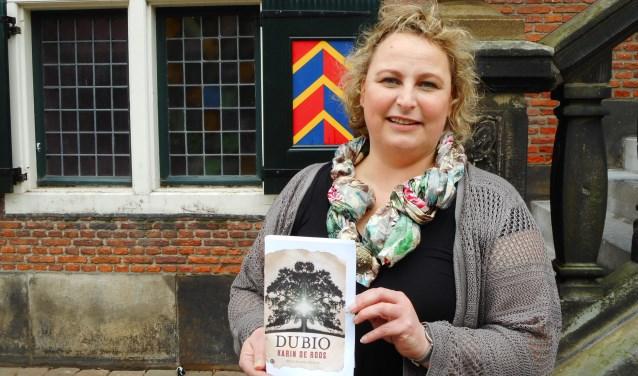 Schrijfster Karin de Roos debuteert met haar historische roman Dubio. (Foto: Bart van der Linden)