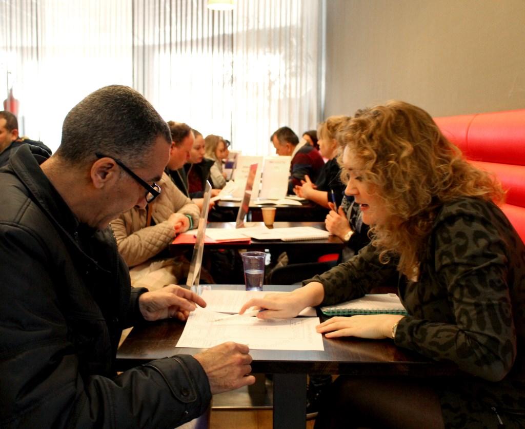Tijdens de speeddates kunnen werkgevers en werknemers op een informele manier met elkaar kennismaken.