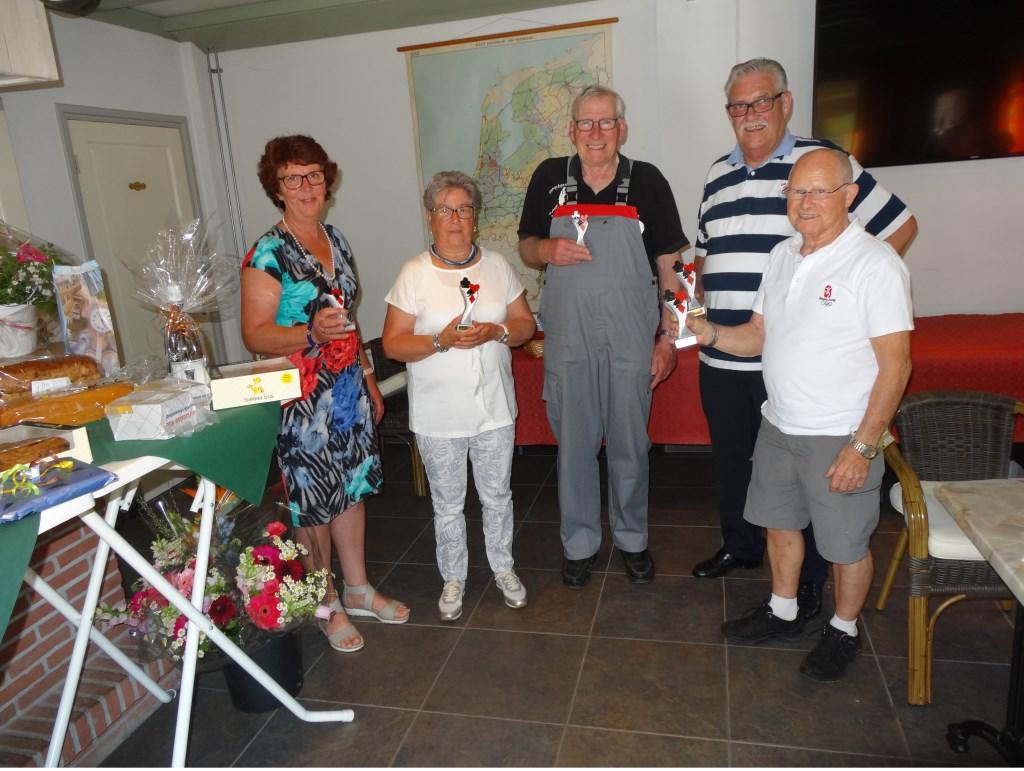Corrie en Ida Dijkhorst, Kees Veldhuizen, Cor Hardeman en Herman Koster