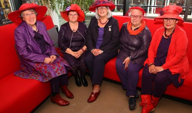 De vrouwen van de red hat society. (foto: Marco van den Broek)