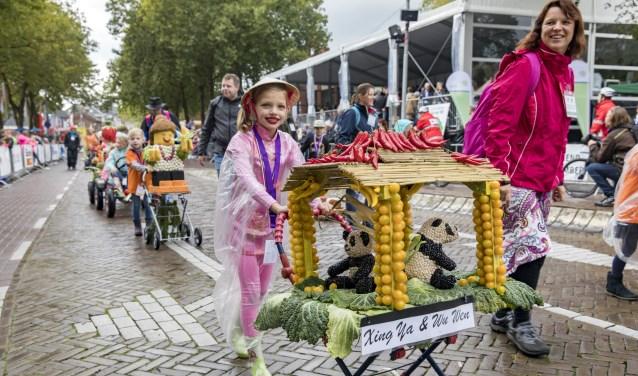 Kinderen in de basisschoolleeftijd hebben elk jaar zichtbaar plezier in het meelopen. (Foto: Jan Bouwhuis)