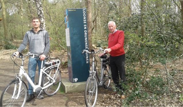 """""""Ervaar Brabant wil de regio Hart van Brabant naar het voorbeeld van Drenthe promoten als dé regio om te fietsen"""", zeggen Jo Pijnenburg (rechts) en Jan van Loon."""