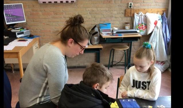 Sigrid van Reemst doet vrijwilligers werk op CNS-basisschool Juliana in Bennekom.