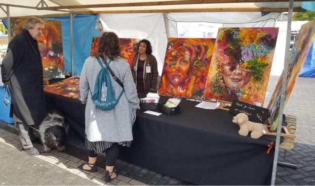 De betrokken kunstenaars tonen een gevarieerd aanbod van onder andere schilderijen, beelden, tekeningen, keramiek, foto's en vilttechniek.