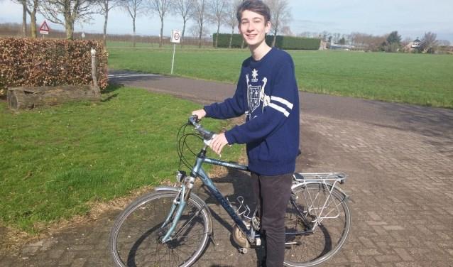 """In Australië reist uitwisselingsstudent Campbell Winnett vooral met de auto of bus. In de Bommelerwaard pakt hij meestal de fiets. Als het niet regent vindt hij dat een prima vervoermiddel. """"Fietsen is fun!"""""""