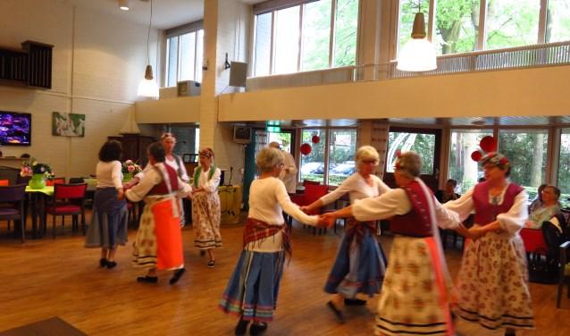 optreden dansgroep in de Dillenburg