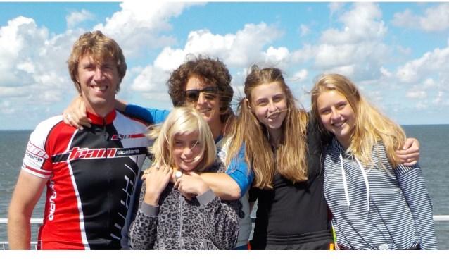 Al 10 keer logeerde de dertienjarige Franzi (vooraan voor Irene) uit Berlijn bij de Delftse familie Ammerlaan.