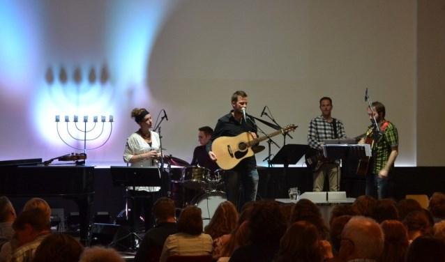 Praiseband Ahava verzorgt op zaterdagavond 21 april een feestelijke praiseavond in de Maranathakerk in Nieuw-Lekkerland. (Foto: Privé)