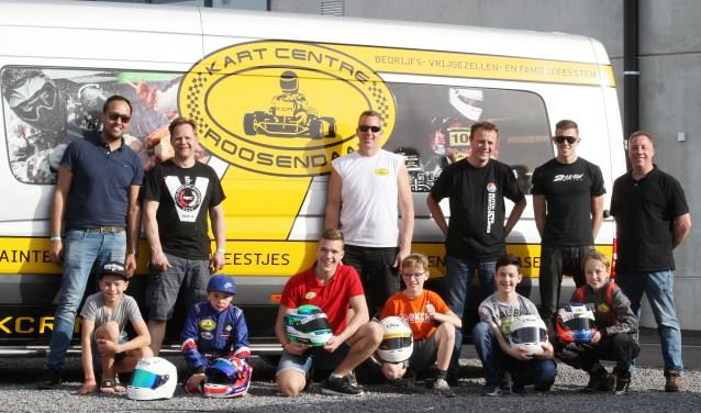 Het raceteam van Kart Centre Roosendaal (KCR) met winnaar Ian Verschoor (rechts gehurkt). Foto: Bas Kaligis.