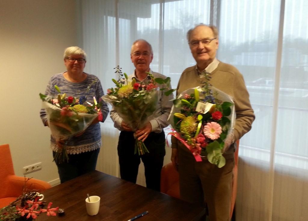 De uittredende bestuursleden van de Vrienden van de Pelkwijk werden in de bloemetjes gezet. Foto: PR © Persgroep
