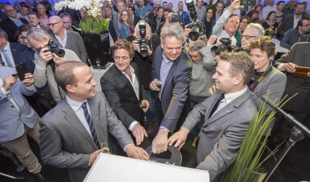 Zeeland is een prachtig bedrijf rijker. V.l.n.r. Jtay Young (CFO-financieel manager), Ohmad Maiman (CEO-commercieel manager), Kees Kloet (CoC-operationeel manager) en Jo-Annes de Bat (gedeputeerde provincie Zeeland). FOTO: Limit Fotografie