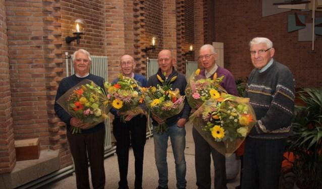De vijf jubilarissen kregen een oorkonde en speldje van de KCZB uitgereikt.