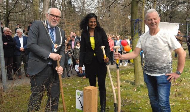 De aanleg van speeltuin Gewoon Buiten  is zaterdag gestart.  (foto Tom Oosthout)