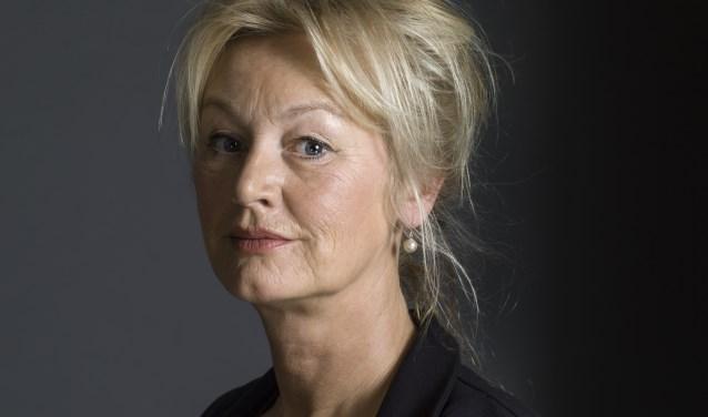 Joke Hermsen is uitgenodigd om te vertellen over haar werk en haar nieuwe filosofische roman. Foto: Koos Breukel.