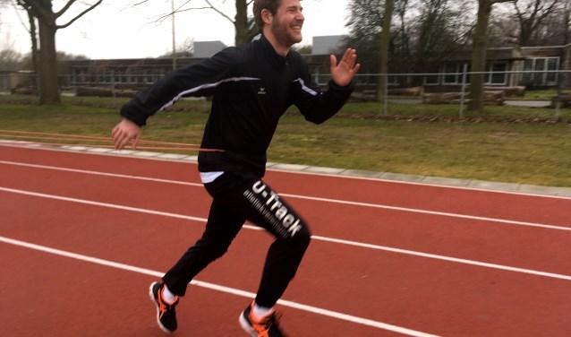 Bram van Hastenberg (20) doet al tien jaar aan atletiek bij U-track. Hij specialiseerde zich in onderdelen waar maar weinig atleten zich aan wagen: de veertien- en twintigkamp, snelwandelen en traplopen. Foto: Sterre ten Houte de Lange