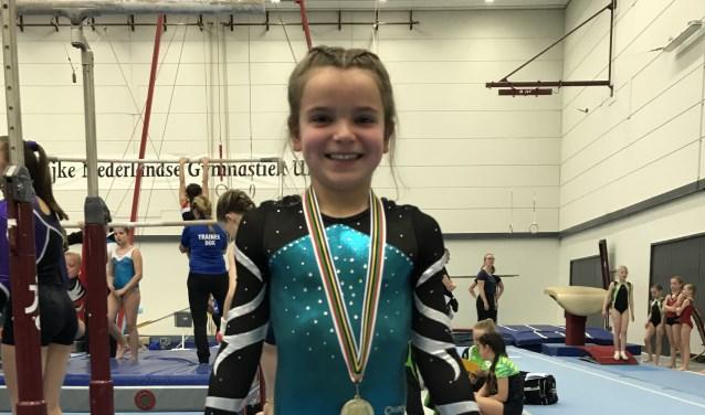 Marieke van Helden ( 9 jaar) is Regio Kampioen turnen en super blij met haar gouden medaille!