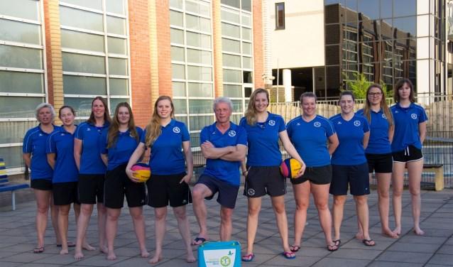 Het vrouwenwaterpoloteam werd door een ruime 10-3 overwinning op Oceanus kampioen van de 1e klasse B. Foto: Aquarijn