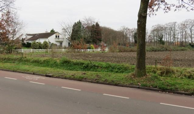 De markante villa aan de Achterstraat is verkocht aan een projectontwikkelaar. Buurtbewoners vrezen voor bebouwing van het terrein tot aan de Nergenase Bosweg (foto Doriet Willemen).