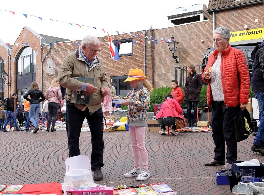 Suze 8 jaar uit Rhenen, begint de handel al aardig onder de knie te krijgen.  © Persgroep