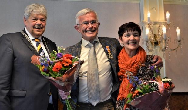 Burgemeester Tjerk Bruinsma en het echtpaar Anne en Nel Cazemier-van Ziel. Foto: Mimi van Rossem