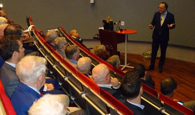 Otto Beelaerts van Emmichoven was spreker bij De Maatschappij in Dordrecht. (Foto: Eline Lohman)