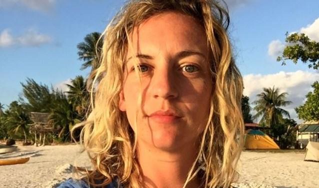 De 32-jarige Iris Hannema heeft tien jaar lang in haar eentje de hele wereld over gereisd. In totaal heeft ze meer dan honderd landen bezocht.