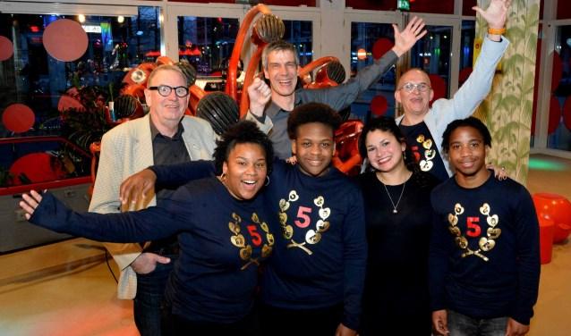 Van Links naar rechts: Koen Baart, Estrellita Barth, Bart Sprinkhuizen, Brayen Christina, Mary Semeleer, Harrie van de Louw en Ruwensley Bonafasia (foto: Jos van Leeuwen/ tekst: Stuart Kensenhuis).
