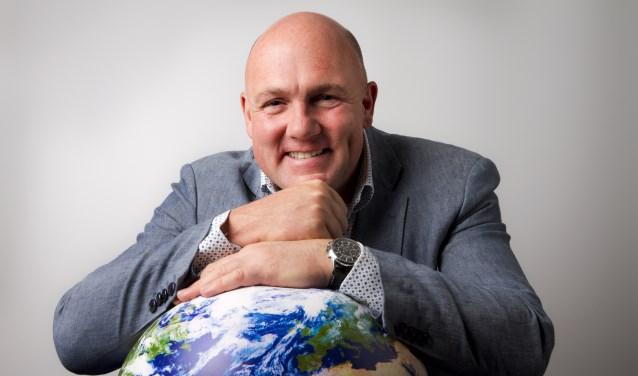 Astronaut André Kuipers deelt zaterdag 9 juni vanaf 19.00 uur zijn visie op de wereld met Theater De Lievekamp. Foto: Walter Kallenbach