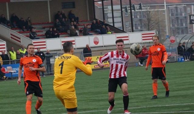 Arjan Ouwendijk is er dichtbij, maar ook hij kon het verschil niet maken voor Alphense Boys. Boys verloor opnieuw niet, maar het 2-2 gelijkspel tegen De Bataven viel toch wat tegen.