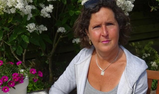 Ellen De Vriend dook anderhalf jaar lang in de achtergronden van de tien van Renesse en schreef er een boek over. FOTO: PR
