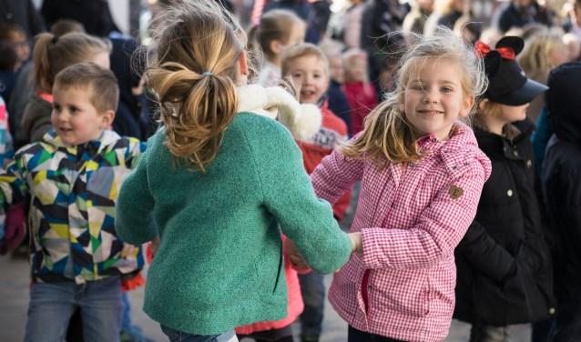 De geschiedenis van Flevoland is bijzonder: (groot)ouders van deze kinderen zijn hier niet zelf geboren. Foto: Fotostudio Wierd