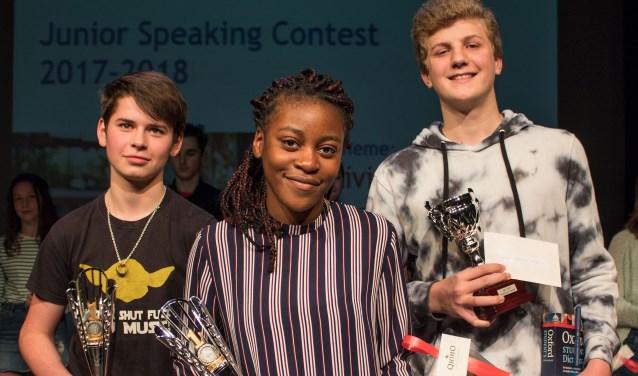 Speechtalenten Simon, Allegressa en Tim (vlnr) met hun prijzen. Foto: Albrecht Haan / Studio QKLQ