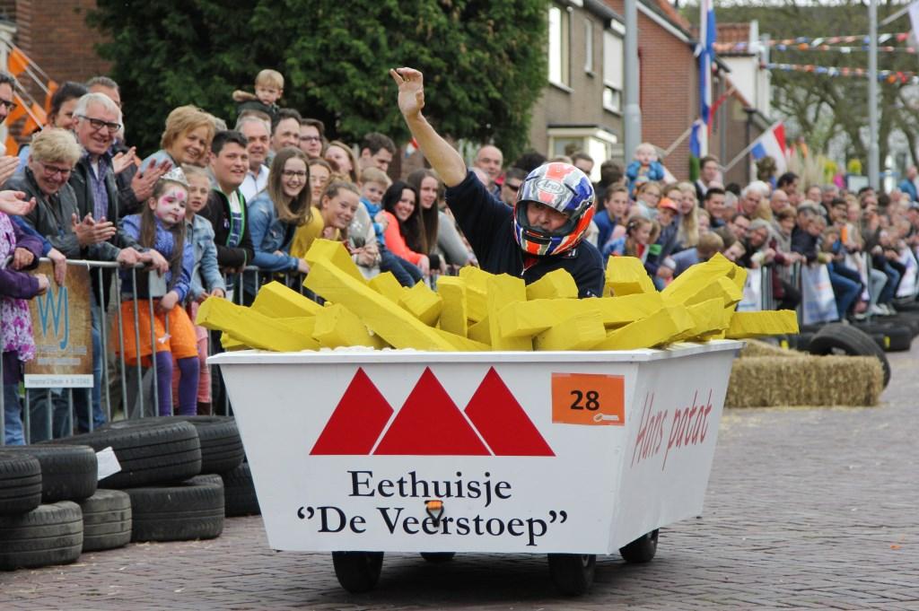 Winnaar zeepkistenrace Ochten, de patatbakker van Eethuisje De Veerstoep. (Foto: D-Ontwerp)  © Persgroep