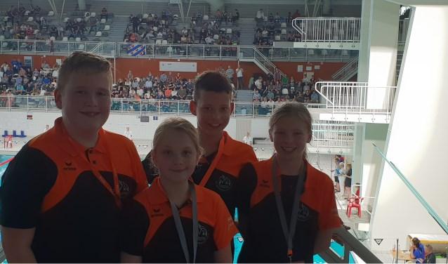 Tijdens de Swim Cup in Eindhoven kwamen vier jonge zwemmers van de Biesboschzwemmers aan de start van de Minior Swim Cup: Rens Lisman, Lars de Kooter, Anne Lisman en Tess Vonk. Foto: Dirk de Kooter