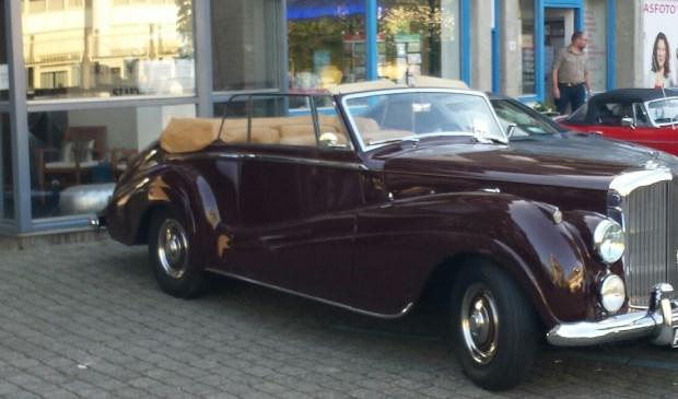 Deze Bentley reed íets te ver achteruit. Foto: Rein Nieuwboer