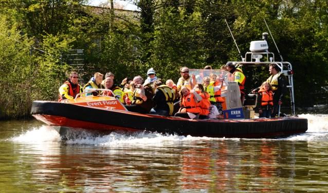 Wie mee wil varen op een reddingsboot, krijgt komende zaterdag een kans, tijdens de Reddingbootdag van de KNRM. Foto: Laura van der Linde