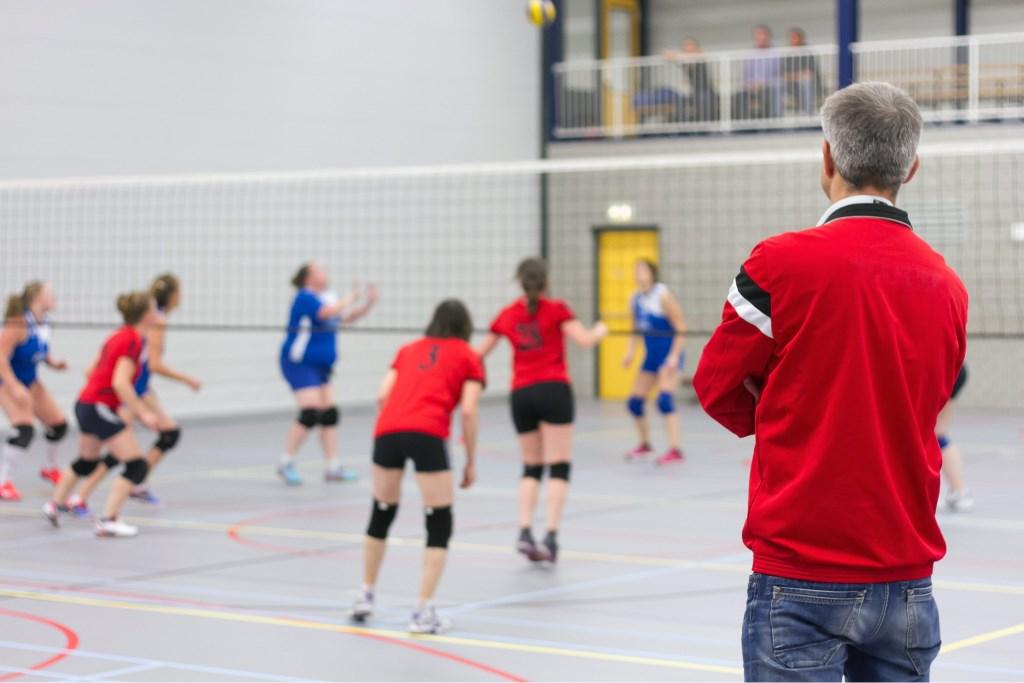 Alle teams van VC Houten trainen op de maandag in De Molenwiek Foto: Joep von Berg © Persgroep