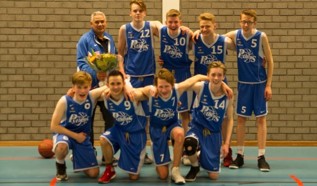 Het kampioenschap in de tweede klasse is binnen voor de jongens van basketbalvereniging Give and Go Pytheas. (Foto: PR