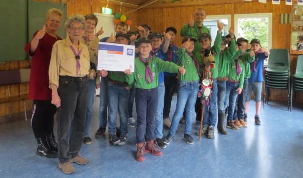 De leden van de scouting zijn erg blij met het geld. Eigen foto