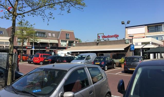 Ook afgelopen vrijdagmiddag was het weer zoeken naar een plekje in het centrum. Voor café 't Vierkantje is het geluk (of niet) hebben. Foto: GvL.