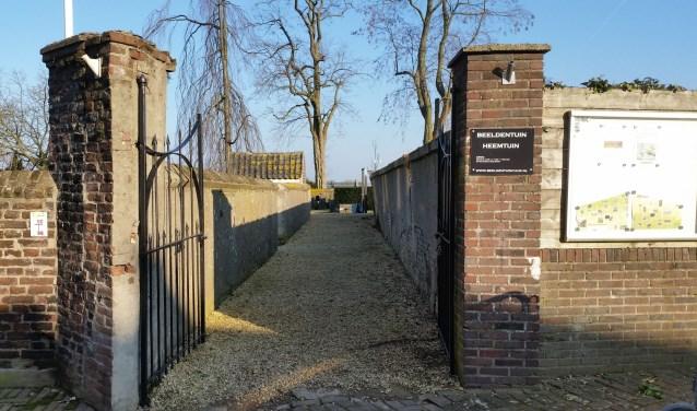 De entree van de beeldentuin aan de Kerkstraat in Cuijk. (foto: persfoto)