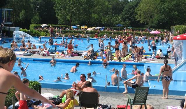 Zwembad De Vrije Slag is een populaire trekpleister, niet alleen voor Bennekom, maar voor de wijde regio. Want waar vind je nog een zwembad zonder dak? Waar ze zon vrije toegang heeft? In Bennekom dus. En dat al bijna 50 jaar!