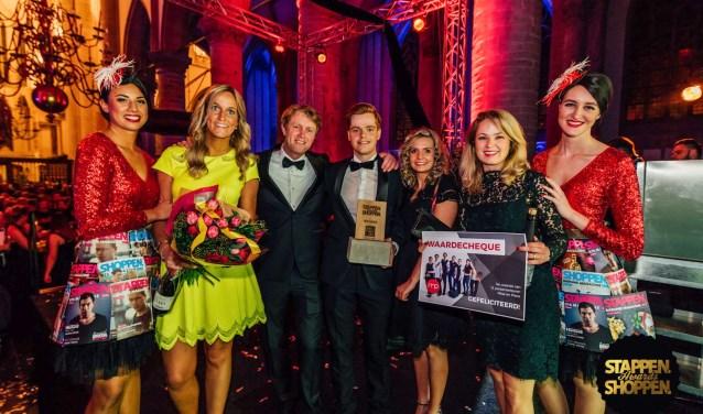 Maandagavond 9 april ontving Bastiaansen Modestad in de Grote Kerk de Stappen en Shoppen Award voor beste winkel. ,,Onder meer omdat deze winkel een absolute trekpleister voor de hele regio is'', aldus de jury.