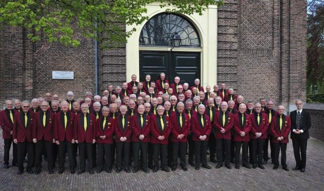 Het HCM- koor in vol ornaat