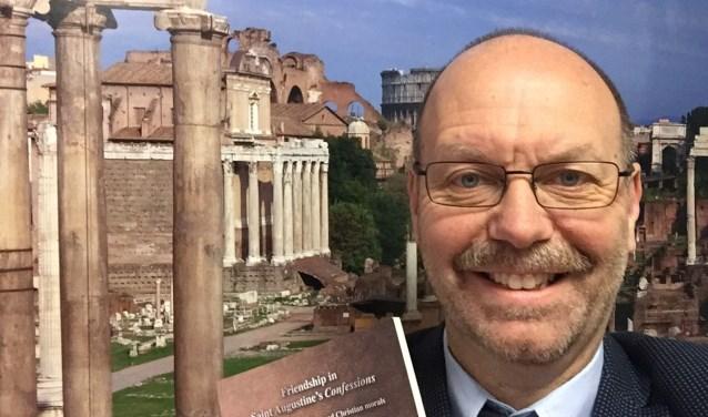 Tot zijn verrassing werd Math Osseforth uitgenodigd in Rome en sprak hij met de vroegere Paus over zijn boek.