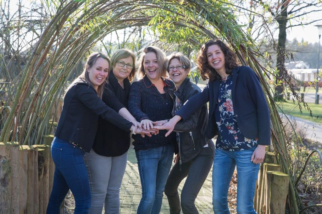 Het autismeteam van ORO, met v.l.n.r. Sandra Meyer, Siet Kusters, Sanne Eickmans, Cora Koppens, Monique van Hoeij. Foto: Anne Verhees.