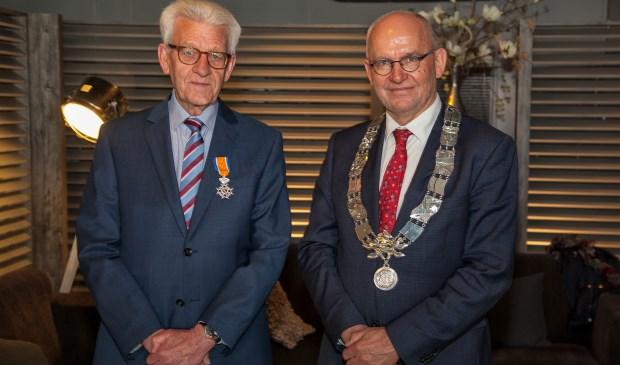 Gerard van der Meijde werd onderscheiden tot Ridder in de Orde van Oranje-Nassau. (FOTO: Cees van Meerten)