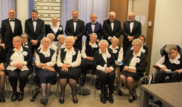 Het koor zingt elke woensdagmiddag samen. De liederen die gezongen worden variëren van geestelijk tot klassiek en vaderlands.