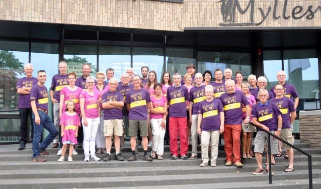 Gratis shirts voor lopers Vierdaagse Nijmegen. (foto: Cockie Kremers)
